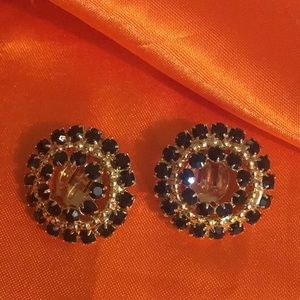 Jewelry - Vintage black and gold tone earrings